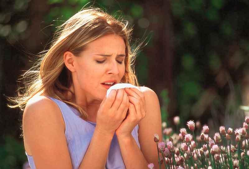 Аллергия у взрослых: симптомы, причины, лечение